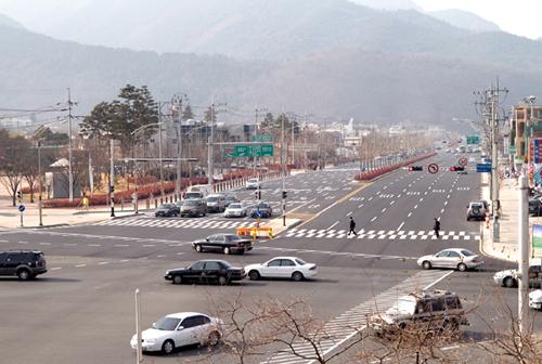 두산로 확장공사 왕복10차로 전면개통(2006.01.12)
