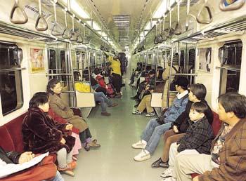 지하철 객차 내부