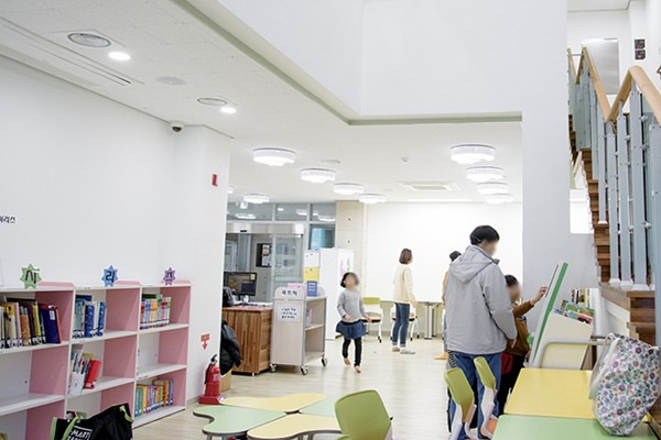 추운 겨울엔 도서관에서 놀자! 책이 있는 문화공간, 남구 이천어울림도서관을 소개합니다.