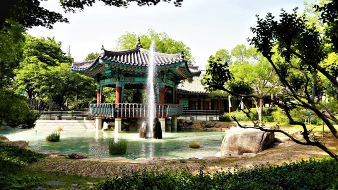 신록이 가득한 시민들의 휴식처 〈경상감영공원〉