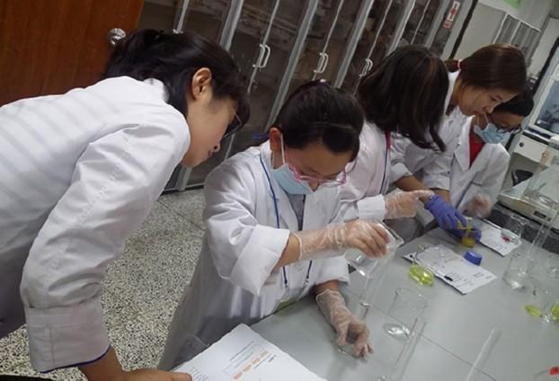 과학실험 직접 하는「청소년보건연구체험교실」