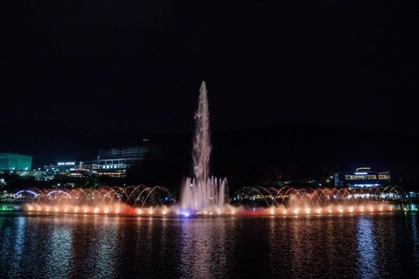 음악과 빛이 만들어내는 환상적인 분수쇼 - 수성못 영상음악분수/월광수변공원