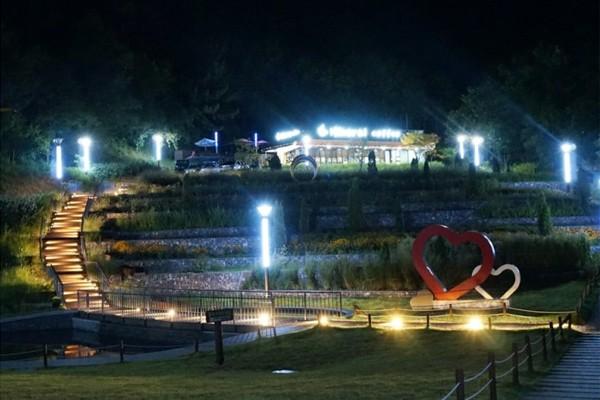 이번 주말에는 여기! 대구 도심 속 생활공원 나들이 '성서 이곡 배실공원'의 낮과 밤을 거닐어요