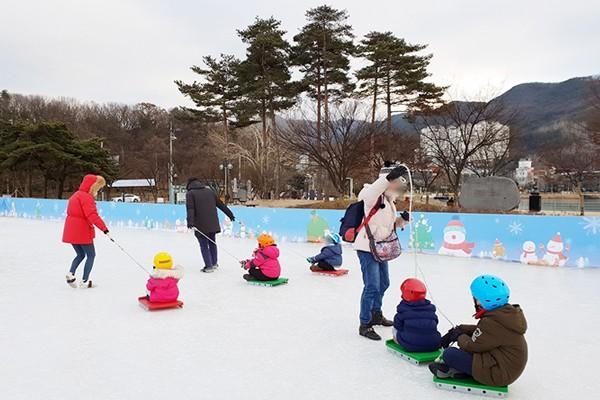 수성못 상화동산 얼음썰매장에서 겨울을 즐겨요!