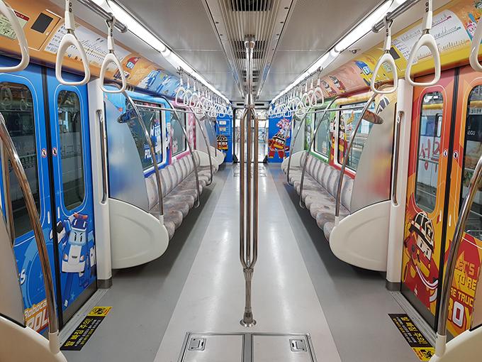 로보카폴리 테마열차 객실 내부사진1