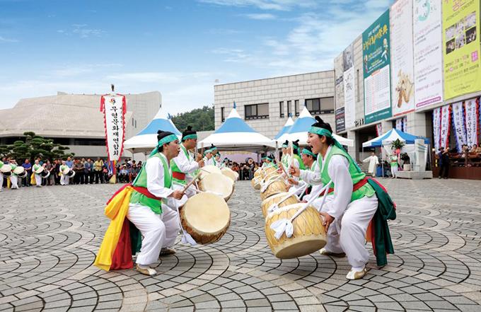날뫼북춤 공연