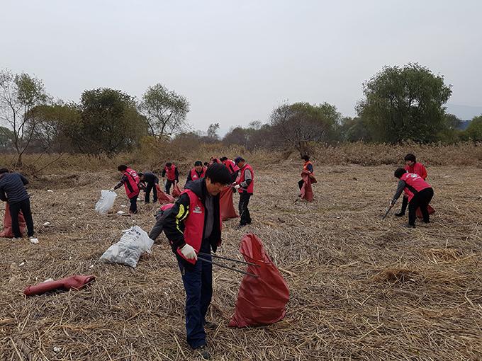 금호강변 환경정화 봉사활동1