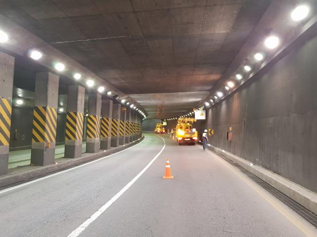 자동차전용도로 야간작업